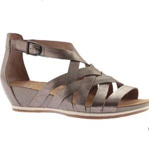 Dansko women's Vivian strappy sandals size 38